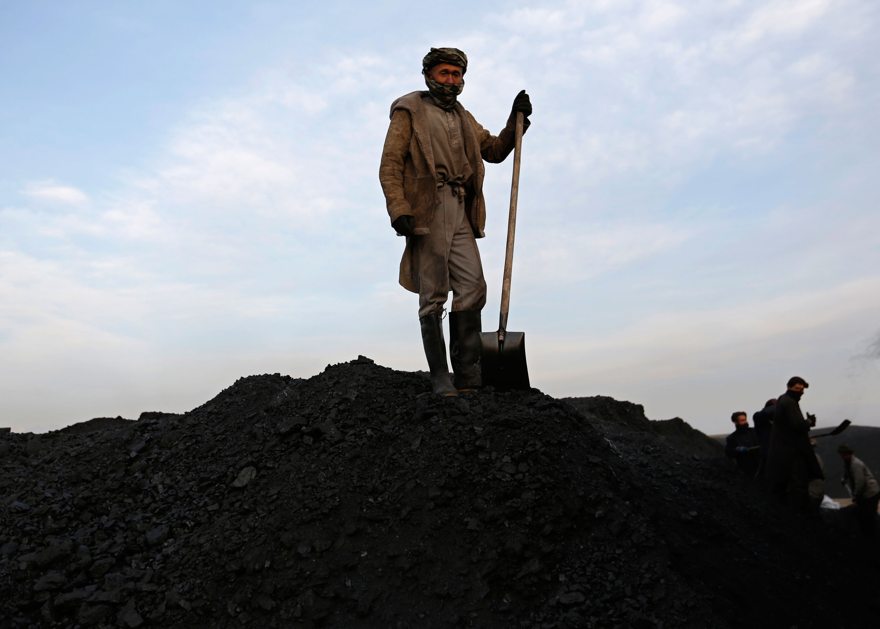 Coal India beats own record with largest public issue; govt to get $3.6B for 10% stake