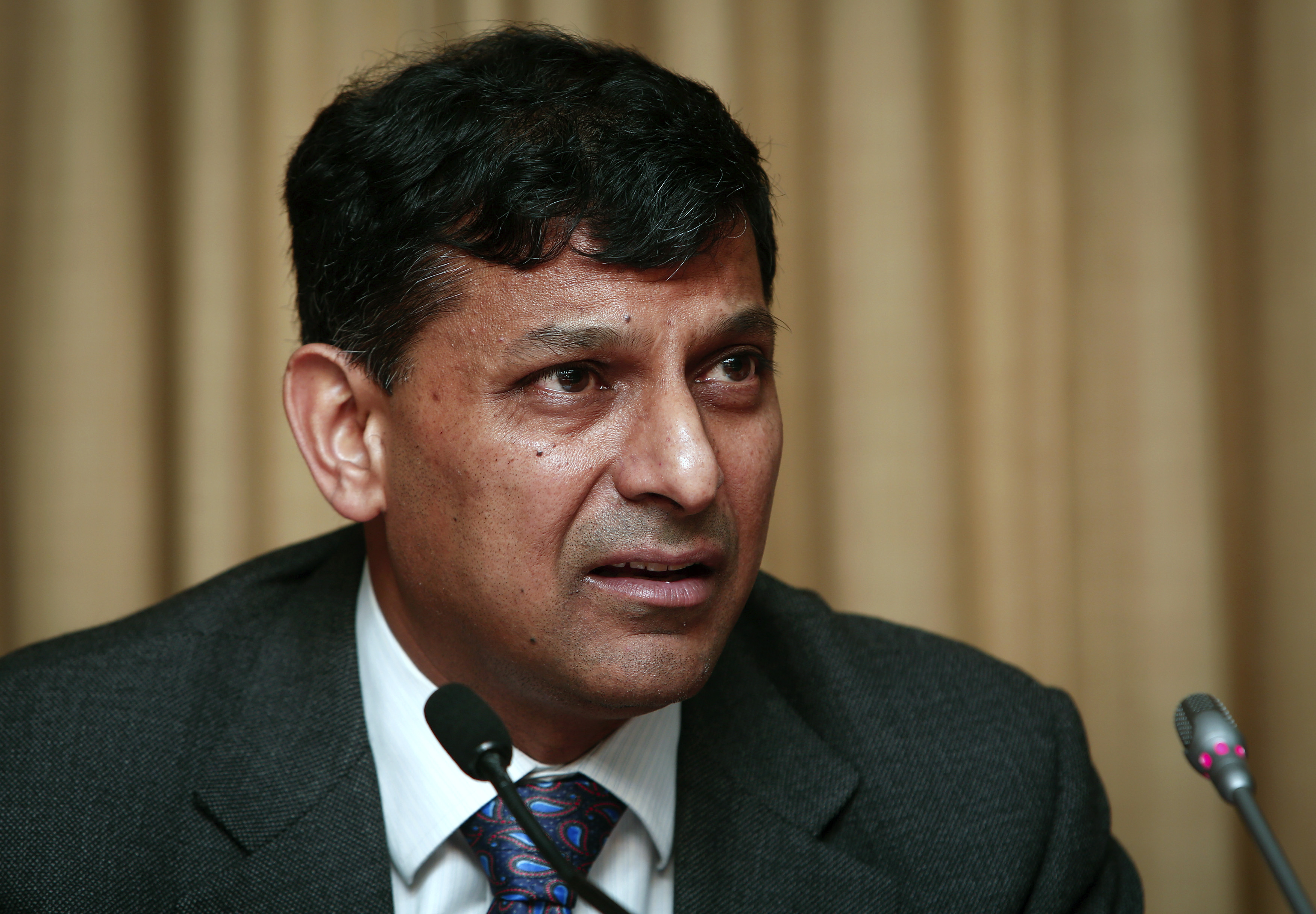 RBI holds on to key policy rate but cuts SLR to boost liquidity