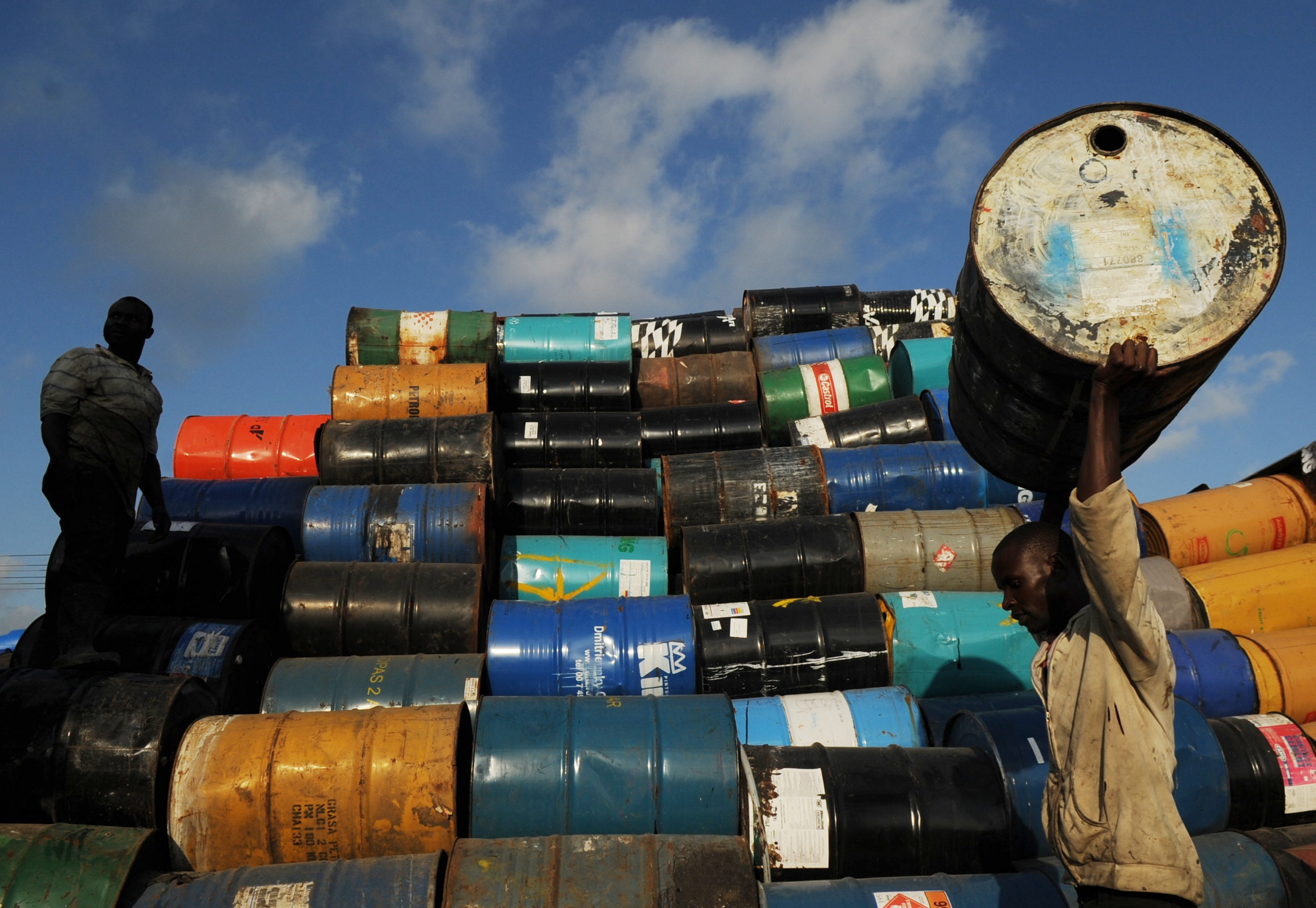 India's trade deficit widens in FY15 as exports slump further