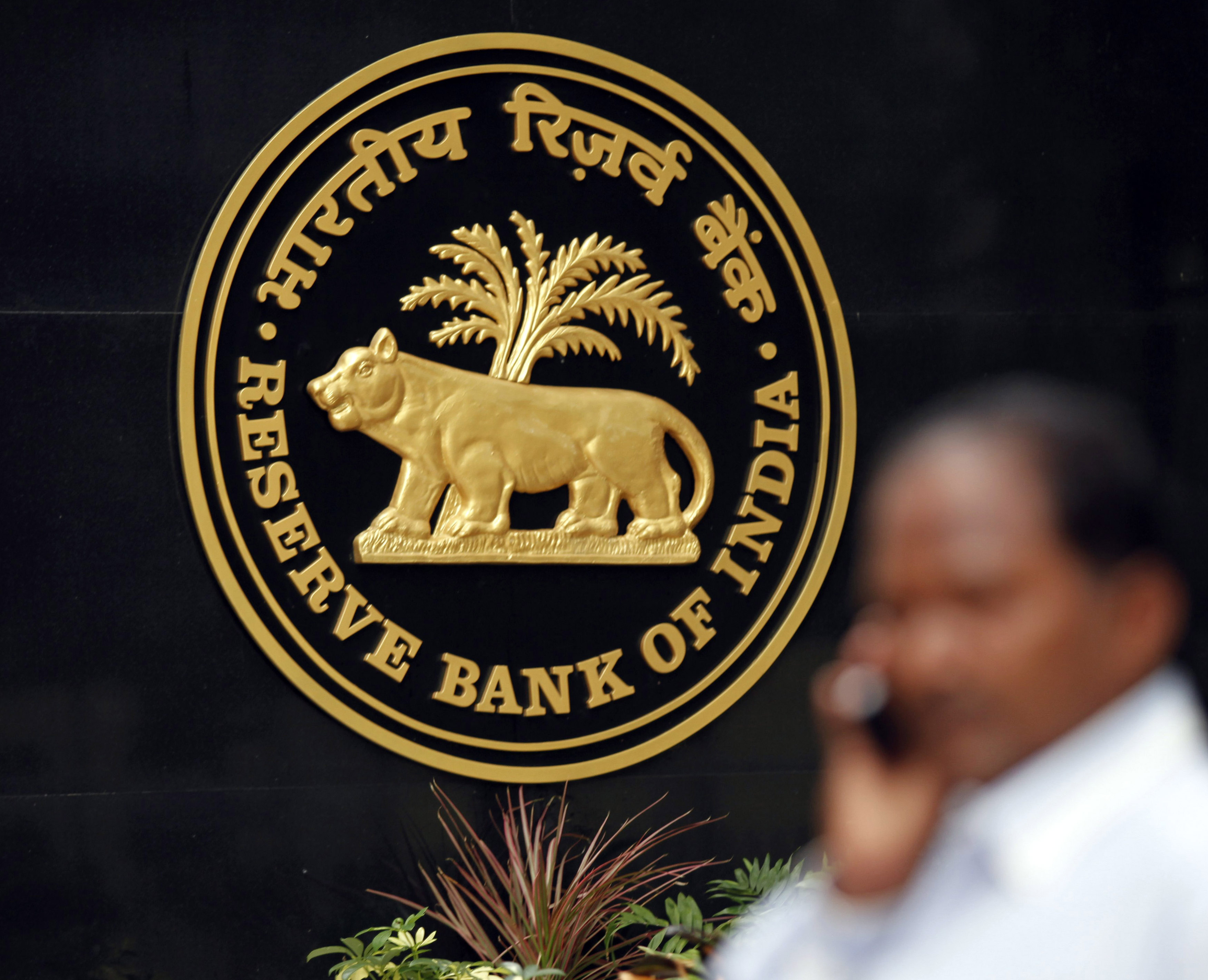 RBI to hold policy rate this week, deliver a cut by June: VCCircle Poll