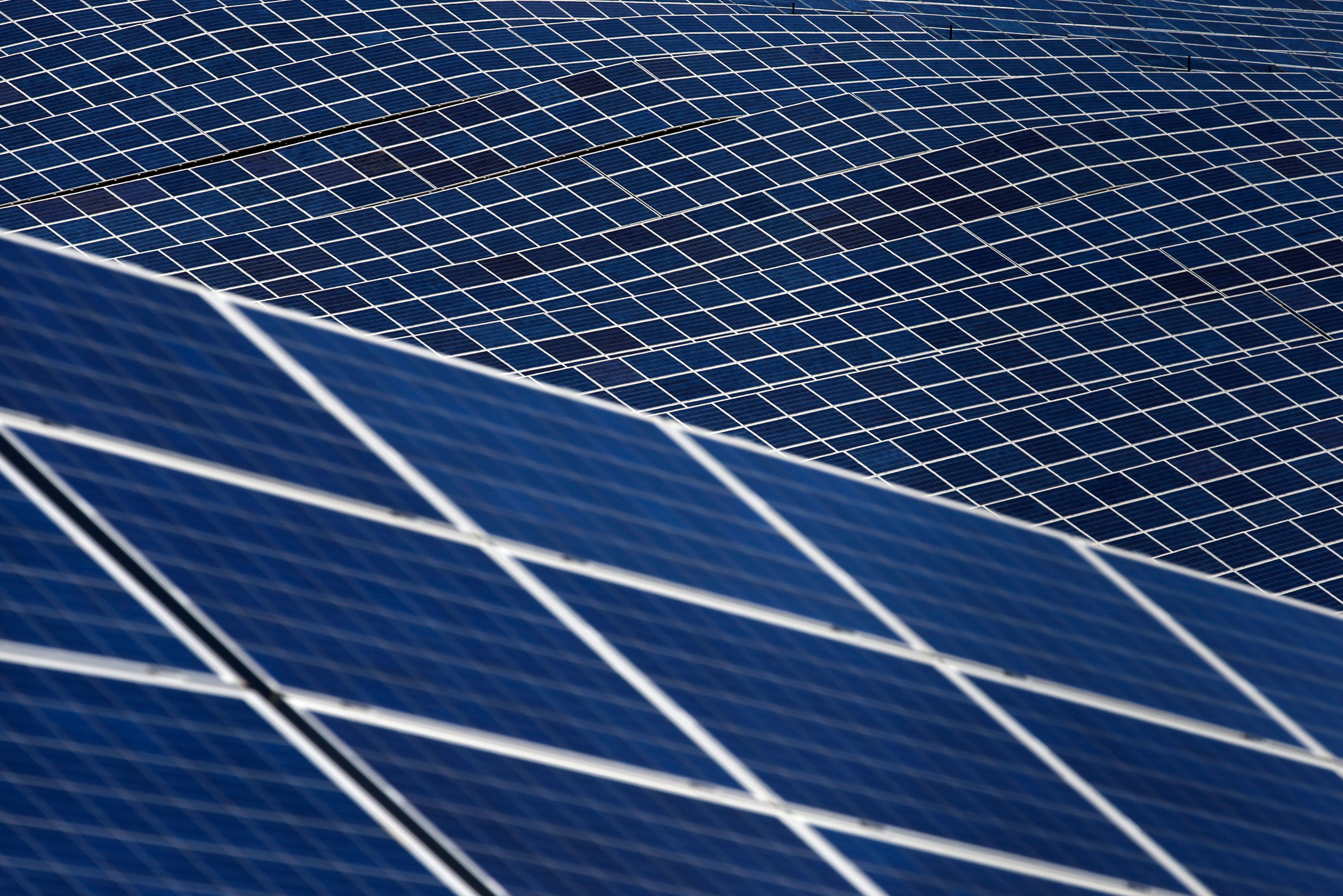 Government raises solar power capacity target five times to 100 GW by 2022