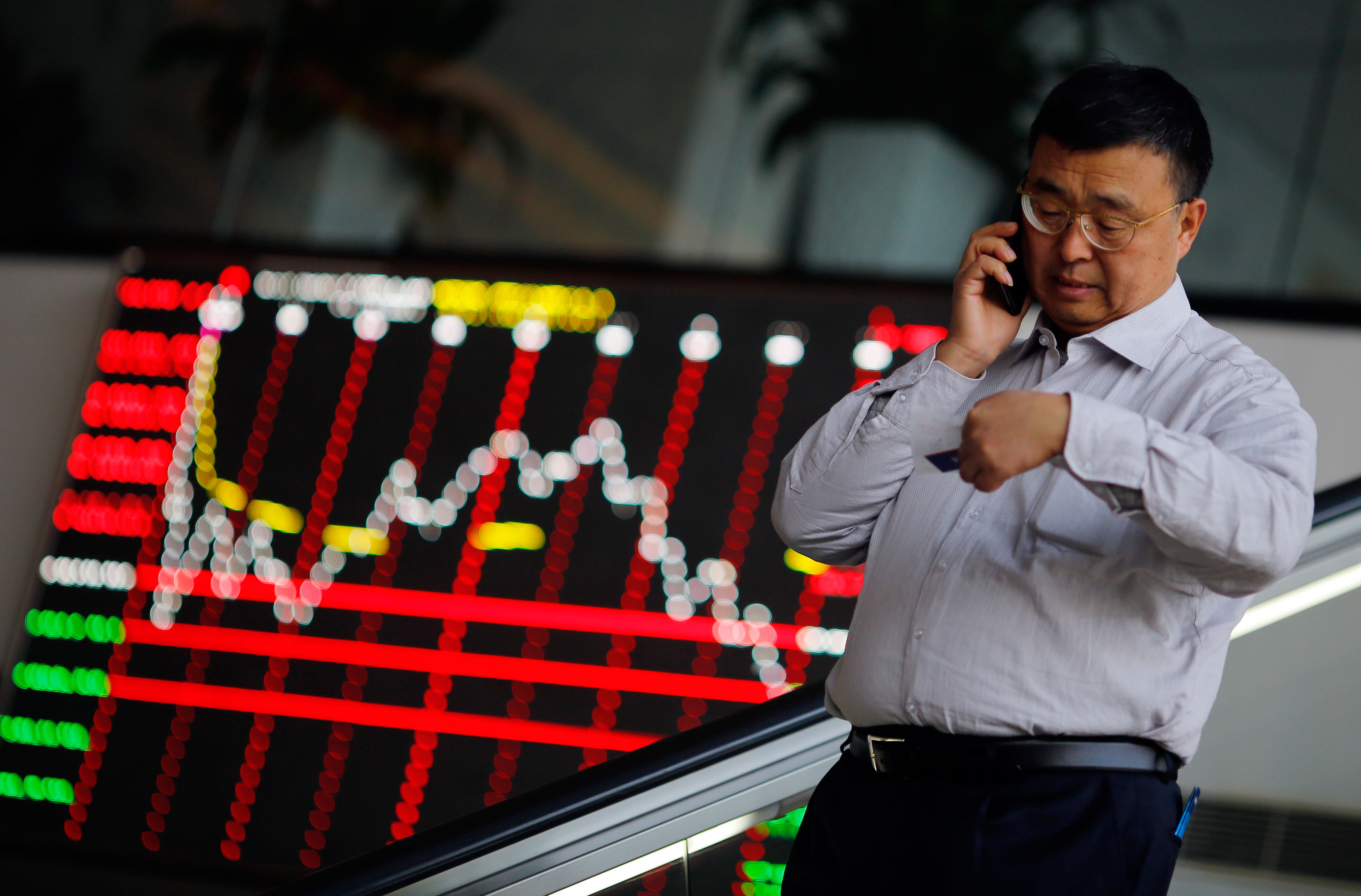Chinese stock sink on shattered investor confidence; pulls down Indian bourses too