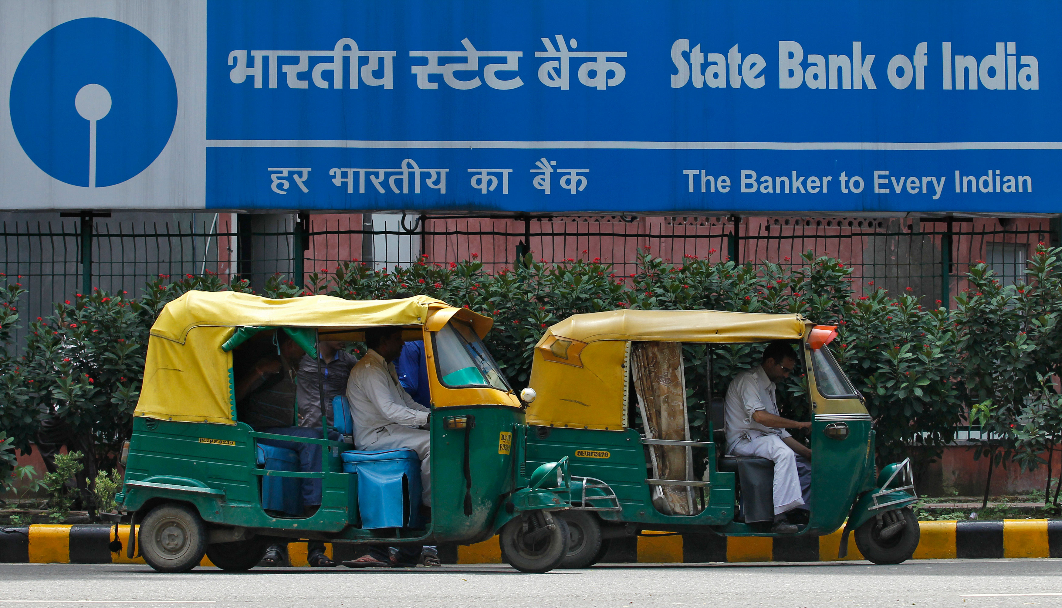 SBI to develop low-cost model to counter payments banks