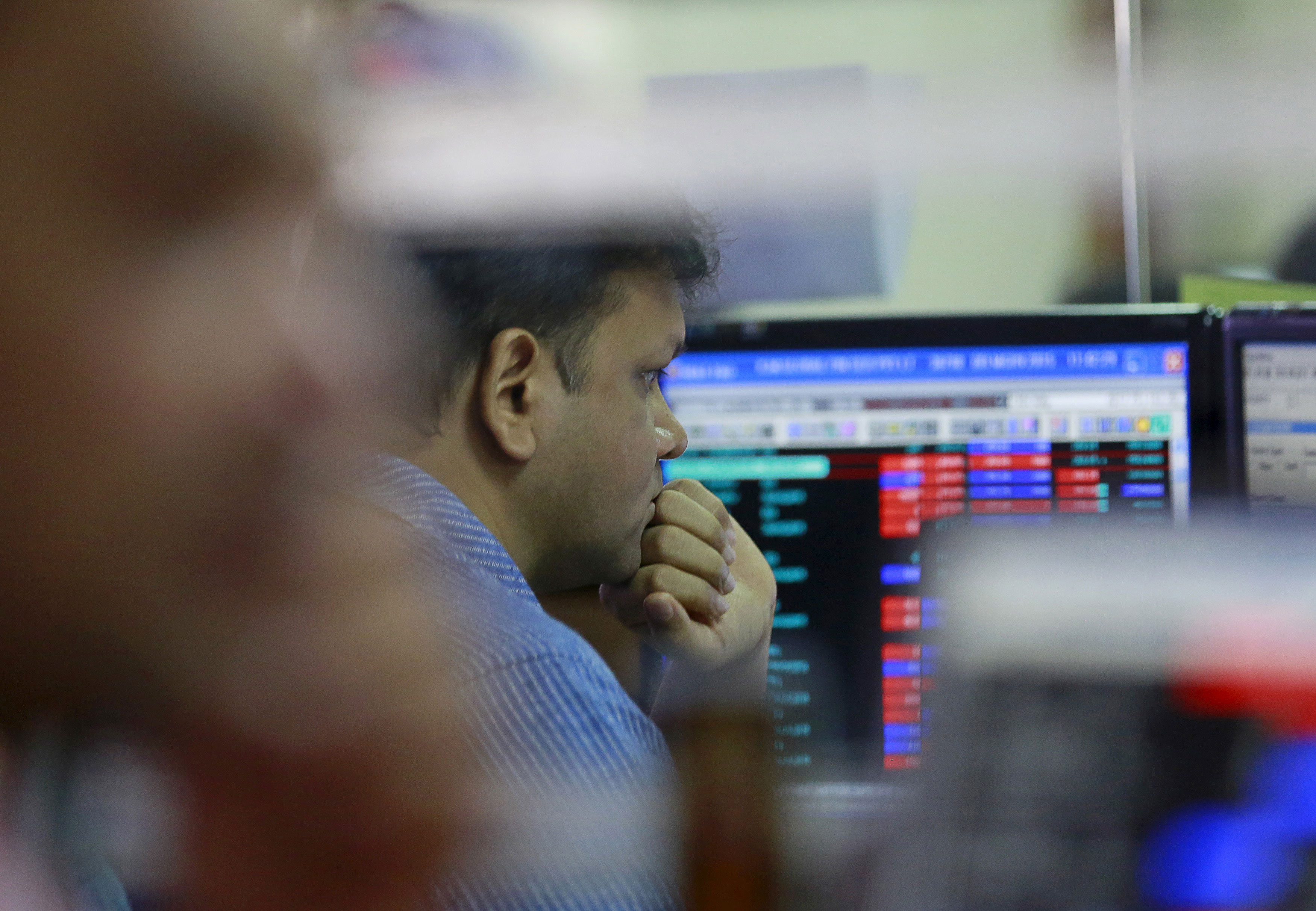 Market crumbles; rupee sinks to 66.49 against dollar