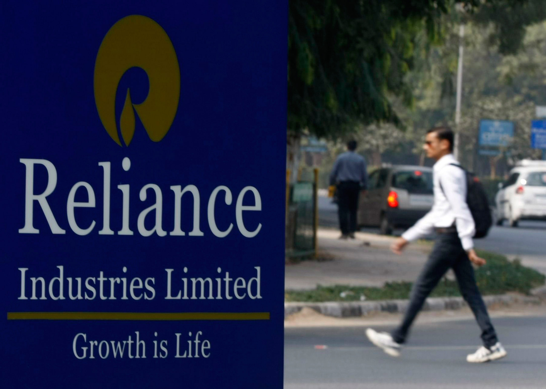 RIL to launch 4G smartphones under LYF brand