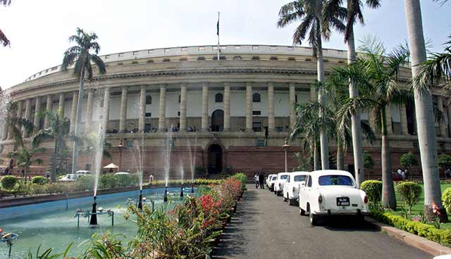 Govt gears up for winter session, extends olive branch to clear GST