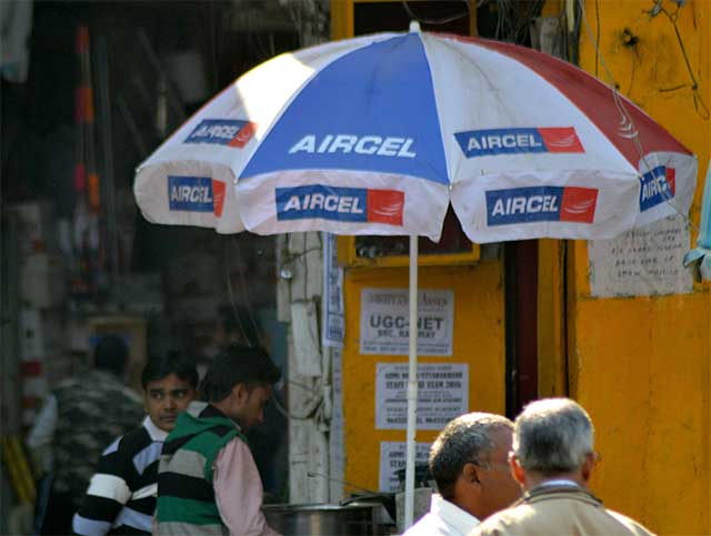 Reliance Communications extends merger talks with Aircel