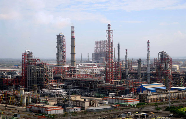 Rosneft to buy 49% stake in Essar Oil