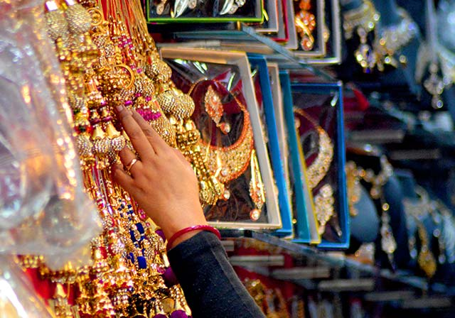 Divide among jewellery associations deepens as partial strike continues