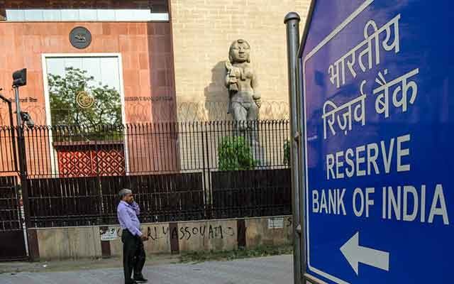 RBI draft note bars large business houses from setting up new banks