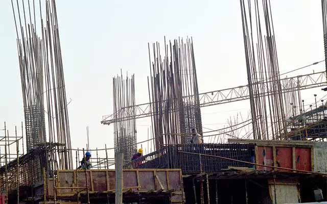 India infrastructure output growth jumps in March, slumps in FY16
