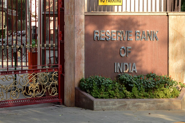 RBI keeps rates unchanged on inflation fears