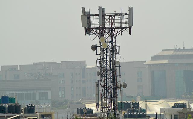India to start largest telecom spectrum auction next month