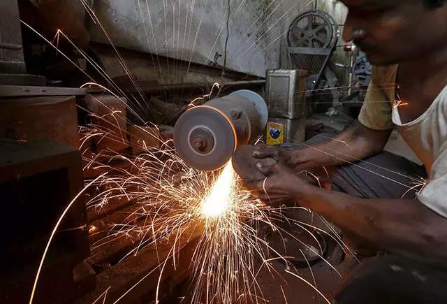 India GDP growth slows to 7.1% in April-June