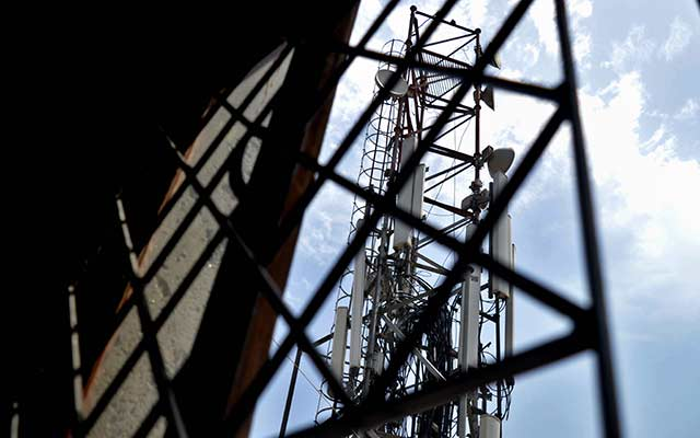 Brookfield inks $1.65 bn deal to buy majority stake in RCOM's tower assets