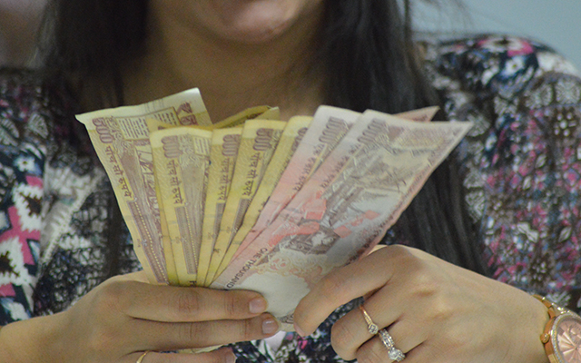 Old Rs 500, Rs 1,000 currency notes can be used to buy fuel, air & railway tickets & govt hospital fees till Nov 24
