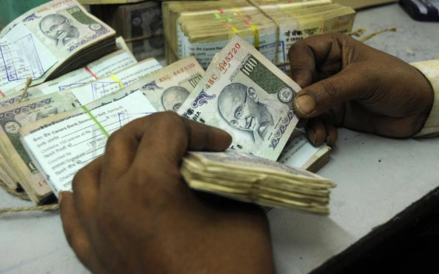 Govt tightens currency exchange rules, eases withdrawal norms