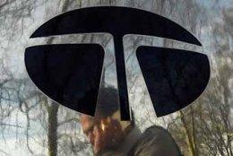 Tata Motors shareholders vote to remove Nusli Wadia