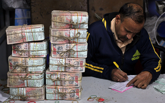 Demonetisation: Govt cuts short deadline to use old notes for fuel, air ticket