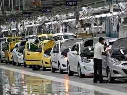 India December auto sales post steepest drop in 16 years on cash woes