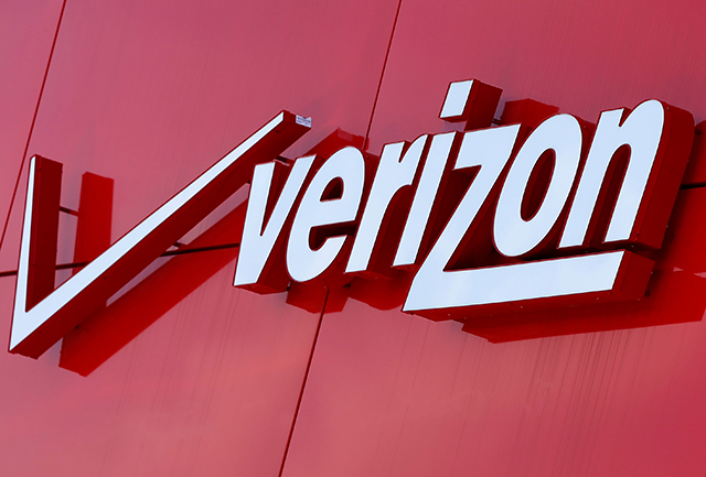 Verizon may trim Yahoo deal value by up to $350 mn