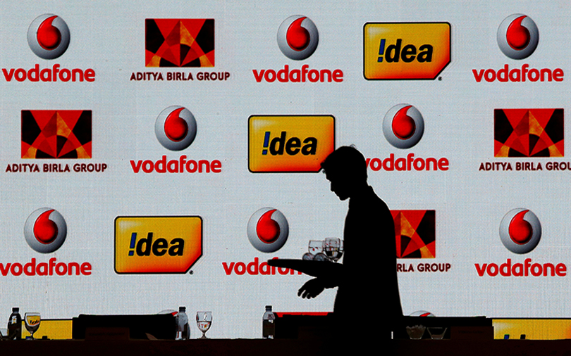 Idea leaves I-bankers out in $23 bn deal with Vodafone
