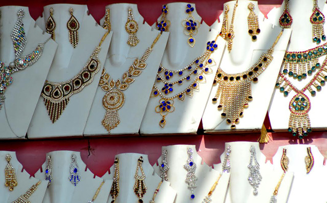 Gitanjali Gems unit Nakshatra files for IPO