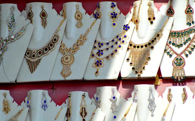 Gitanjali Gems unit Nakshatra files for IPO