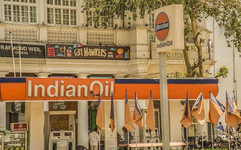 Govt picks five bankers for $1 bn Indian Oil stake sale