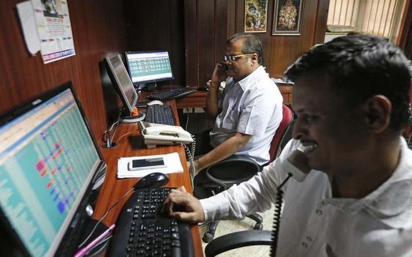 Sensex ends higher for a seventh session; bonds slide