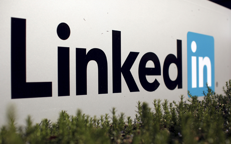 LinkedIn makes it easier to find jobs, expands job seeker toolkit