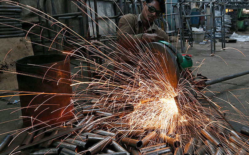 Govt forecasts FY18 growth to slow down to 6.5%