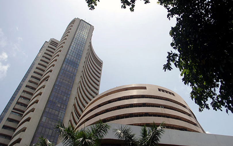 Sensex bounces back from string of losses to record weekly gain