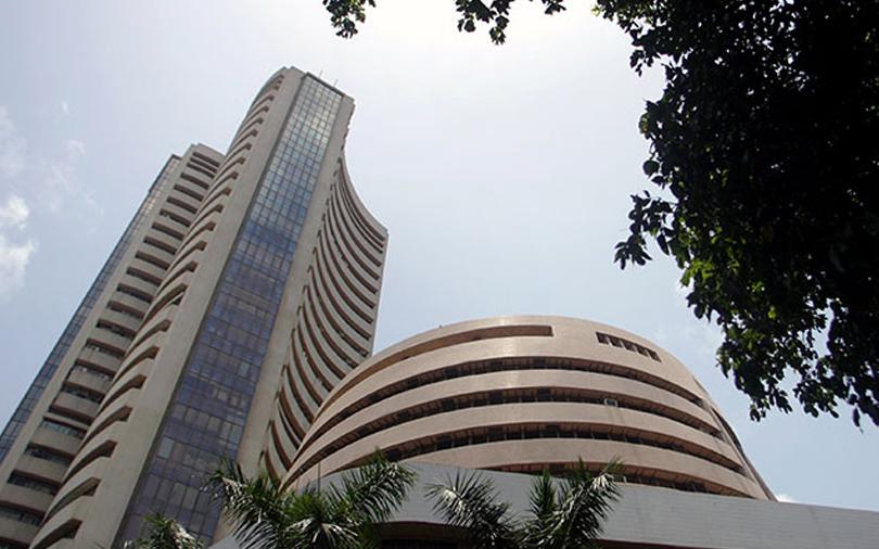 Sensex snaps losing streak as RIL provides a boost