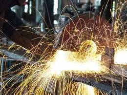 India's industrial output contracts 4.3% in September